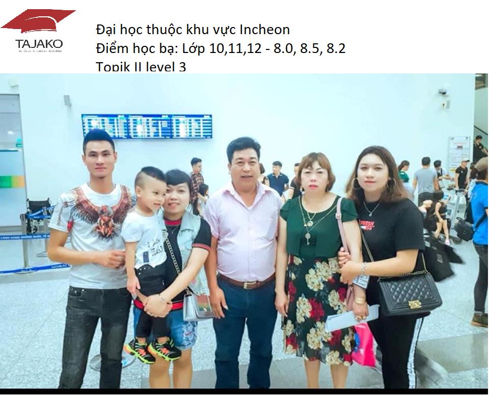 Gia đình tiễn học sinh ra sân bây nhập học Inha University