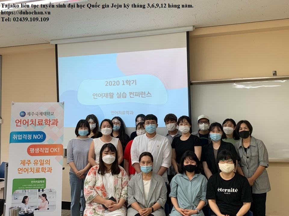 Sinh viên Đại học Quốc gia Jeju